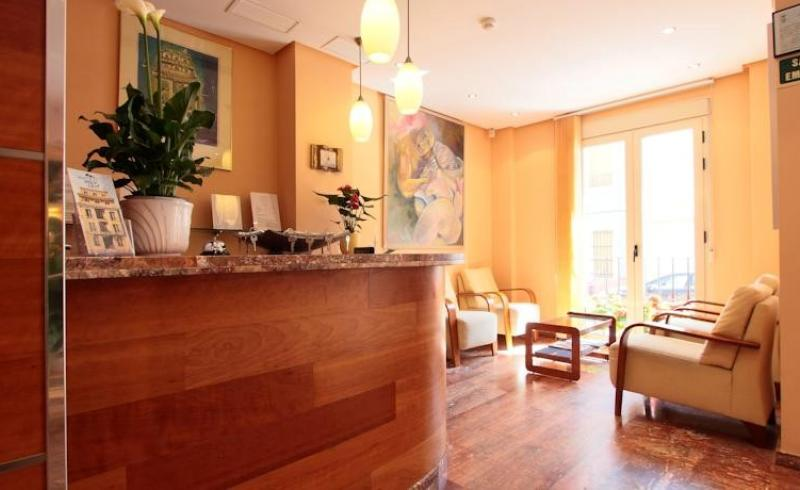 Profitable hotel with 20 rooms by the sea, in Campello, Alicante